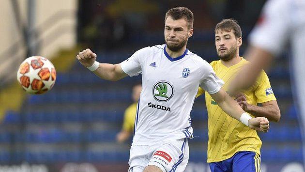 Nikolaj Komličenko z Mladé Boleslavi (vlevo) otevřel ve Zlíně skóre.
