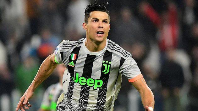 Cristiano Ronaldo slaví. Proměnil penaltu a opět je hrdinou Juventusu.