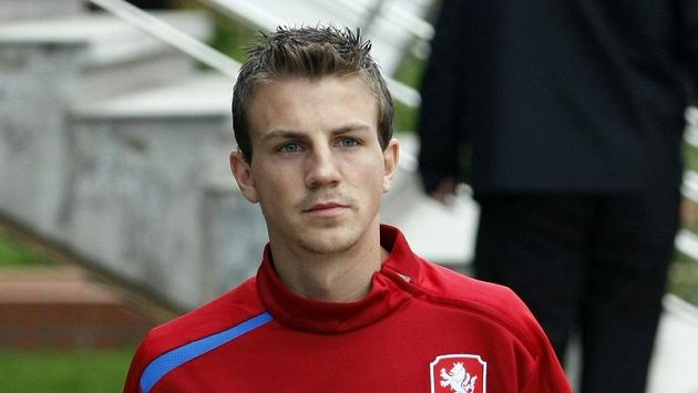 Vladimír Darida přichází na stadión.