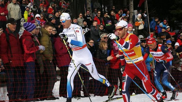 Švéd Daniel Richardsson (vlevo) a Nor Martin Johnsrud Sundby.