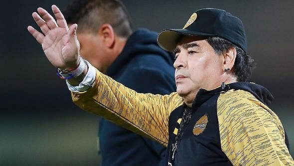 Slavný Diego Maradona kvůli zdravotním problémům ukončil angažmá v mexickém klubu Dorados.