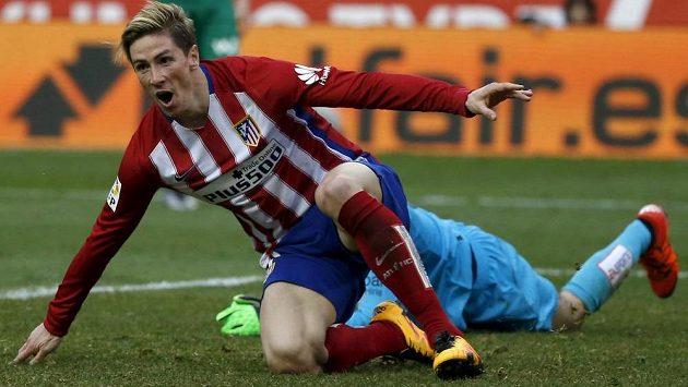 Fernando Torres z Atlétika Madrid slaví gól do sítě Eibaru.
