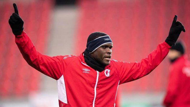 Slávista Michael Ngadeu během tréninku před utkáním s Genkem.