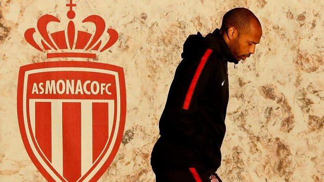 Slavný kouč Monaco nevyléčil. Klub proto zbavil trenéra Thierryho Henryho dočasně všech pravomocí a bude jednat o jeho další budoucnosti u týmu.