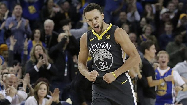 Stephen Curry z Golden State Warriors v duelu s Memphis Grizzlies.