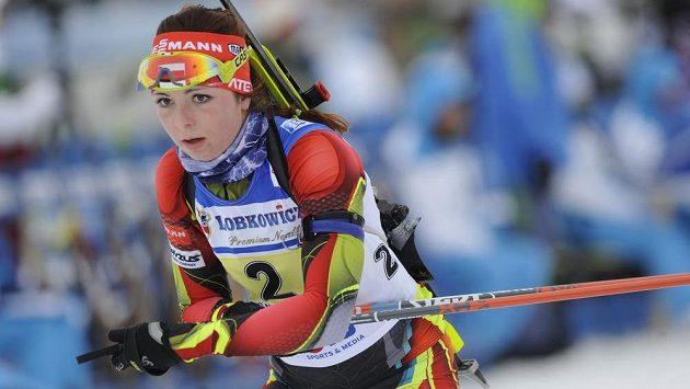 Češka Simona Maříková v závodě ženských štafet při ME v biatlonu.