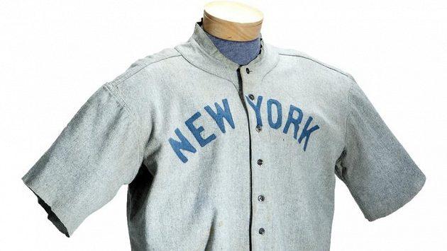 Dres, v němž hrával ve 20. letech minulého století legendární americký baseballista Babe Ruth