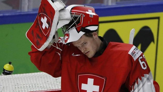 Brankář Leonardo Genoni dovedl Švýcary ke stříbrným medailím.
