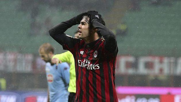 Kaká z AC Milán lituje neproměněné šance v utkání proti FC Turín.