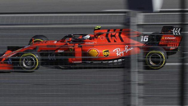 Pilot Ferrari Charles Leclerc během Velké ceny Ázerbájdžánu.