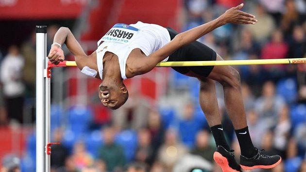Katarský výškař Mutaz Essa Baršim vytvořil rekord Zlaté tretry výkonem 238 cm. Archivní snímek.