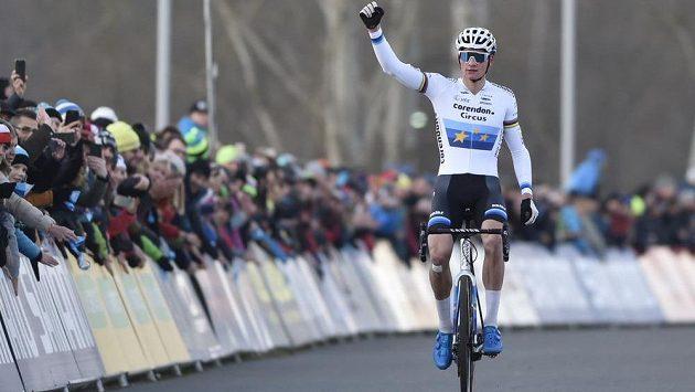 Závod Světového poháru v cyklokrosu v Táboře vyhrál úřadující mistr světa Mathieu van der Poel.