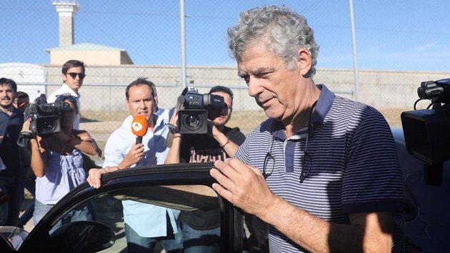 Suspendovaný předseda španělského fotbalového svazu Ángel María Villar byl na kauci propuštěn z vazby.