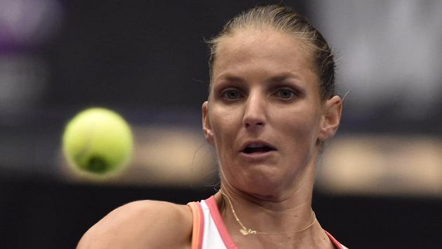 Karolína Plíškováv utkání proti Veronice Kuděrmětovové z Ruska.