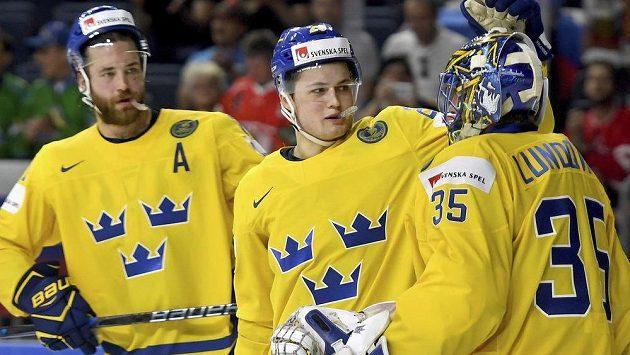 Švédský mladík William Nylander (uprostřed) byl vyhlášen nejužitečnějším hráčem MS v Německu a Francii.