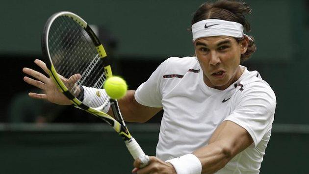 Rafael Nadal se po sedmiměsíční pauze s bolavým kolenem vrátí na kurty v únoru na turnaji ATP v Chile.