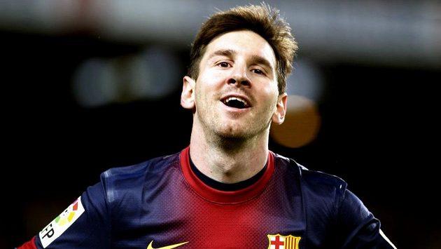 Barcelonský Lionel Messi oslavuje svůj druhý gól proti Rayu Vallecanu.