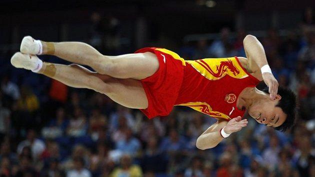 Čínský gymnasta Cou Kchaj obhájil olympijské zlato v prostných