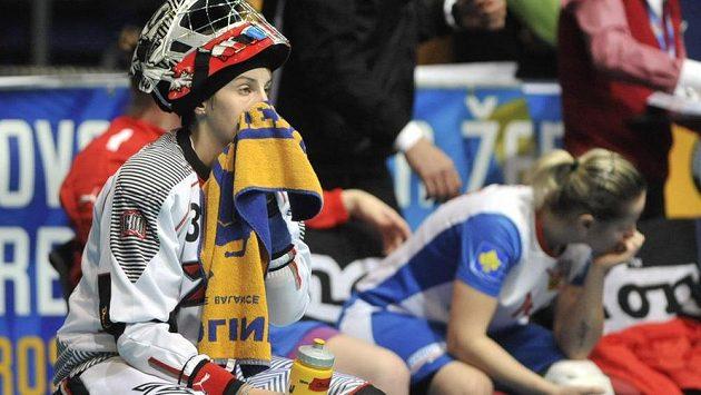 Zklamaná česká brankářka Jana Christianová po prohraném zápasu o bronz se Švýcarskem.