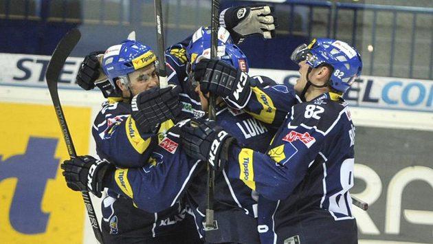 Hráči Kladna se radují z gólu (ilustrační foto).