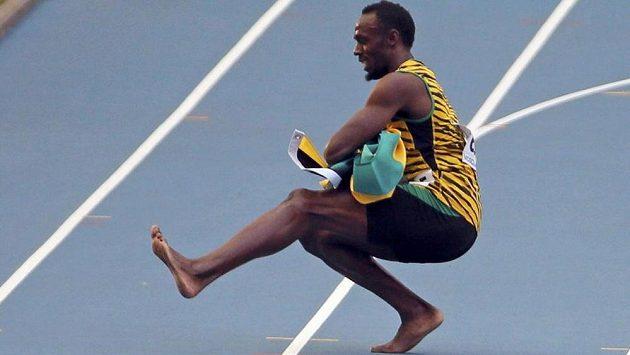 Jamajský sprinter Usain Bolt tančí kozáčka.