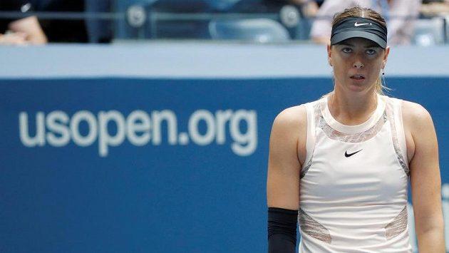 Maria Šarapovová při utkání s Lotyškou Sevastovovou.