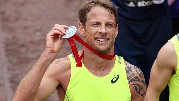 Jezdec F1 Jenson Button je v cíli, medaile je jeho.
