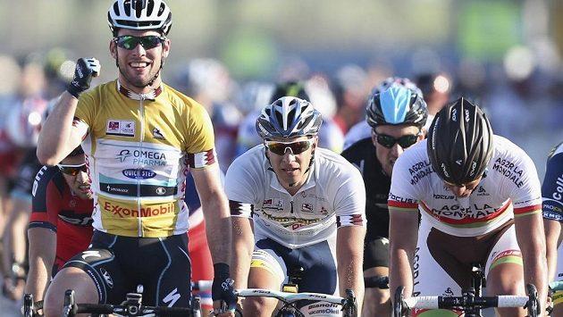 Typický obrázek. Britský spurtér Mark Cavendish ze stáje Omega Pharma-Quick Step se raduje z triumfu v závěrečné 6. etapě závodu Kolem Kataru, který nakonec ovládl i celkově.