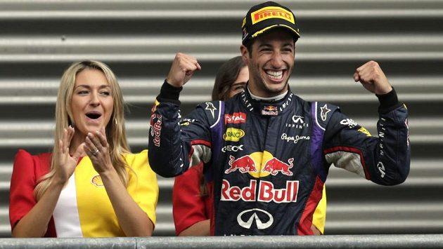 Daniel Ricciardo z Red Bulu se raduje z vítězství ve Velké ceně Belgie.