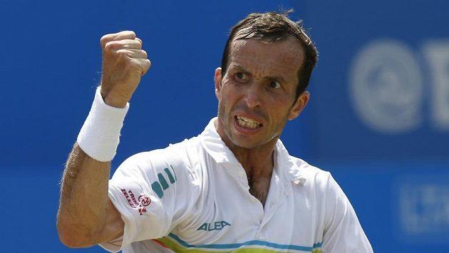 Radek Štěpánek vyzve ve druhém kole Wimbledonu Novaka Djokoviče.