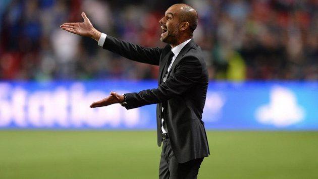 Trenér Bayernu Josep Guardiola, budoucí kouč Manchesteru City, píší v Anglii.