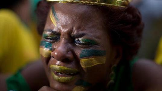 Všichni Brazilci prožili noc hrůzy - debakl 1:7 s Německem se zapsal do dějin MS.