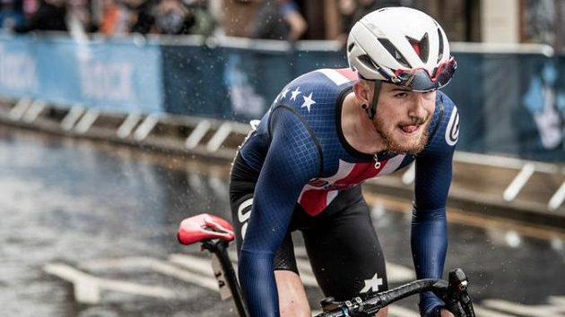 Mladého amerického cyklistu Quinna Simmonse stály vzkazy na sociálních sítích angažmá u stáje Trek-Segafredo.