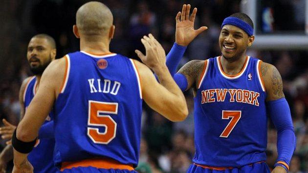 Jason Kidd (vlevo) a Carmelo Anthony přispěli v výhře Knicks na palubovce Bostonu.