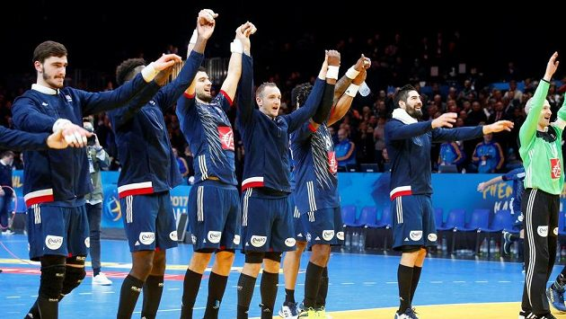 Men's Handball , France v Iceland 2017 Men's World Championship Second Round, Eighth FinalsMen's Handball - France v Iceland 2017 Men's World Championship Second Round, Eighth Finals - Grand Stadium, Villeneuve d'Ascq, France - 21/01/17 - France's team celebrates. REUTERS/Pascal Rossignol