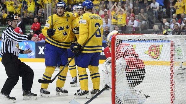 Švédové si na MS poradili se Švýcarskem, duel ale rozhodli až v prodloužení.