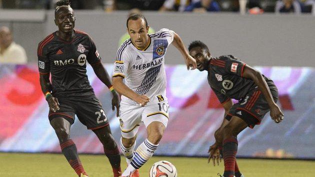 Landon Donovan (10) z Los Angeles v zápase zámořské MLS s Torontem.