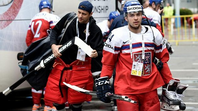 Dominik Simon po příjezdu na trénink české reprezentace v holešovické Tipsport Areně.