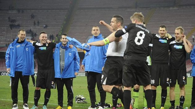 Kdo ví, za co dostal kapitán Plzně Pavel Horváth výprask od Davida Limberského, když jeho Viktoria zvítězila v Neapoli o tři góly.