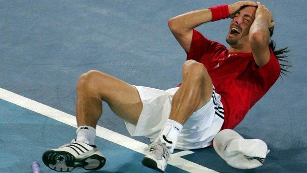 Chilan Nicolas Massú bezprostředně po olympijském triumfu.