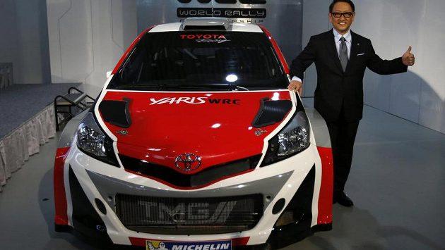 Prezident společnosti Akio Tojoda při tiskové konferenci v Tokiu.