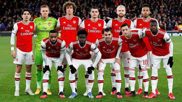 Tým Arsenalu před nedávnou pohárovou odvetou s Olympiakosem. Ilustrační foto.
