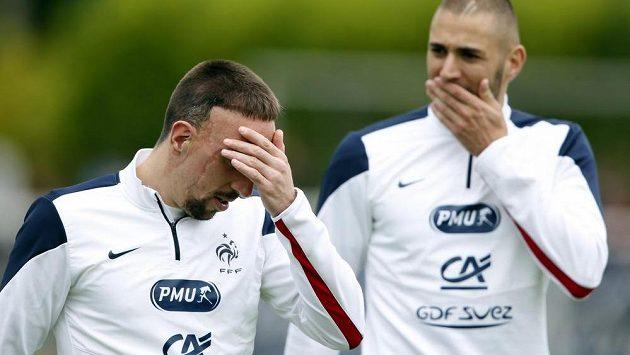 Franck Ribéry (vlevo) stále nemůže uvěřit tomu, že kvůli zranění zad přijde o mistrovství světa.