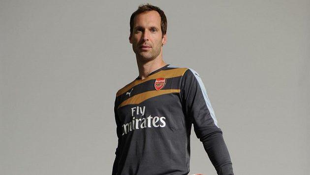 Fotbalový brankář Petr Čech už oblékl dres Arsenalu.