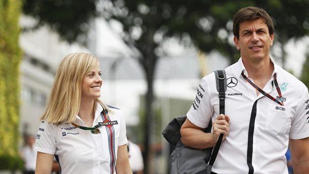 Susie Wolffová s manželem Totem při Velké ceně Singapuru.