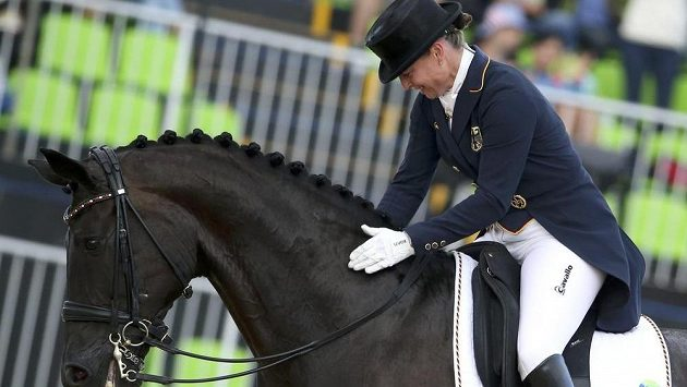 Němka Isabell Werthová s koněm Weihegold Old při olympijské soutěži v drezuře.