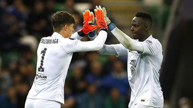 Povedené střídání Chelsea. Minutu před koncem prodloužení Superpoháru UEFA gólmana Édouarda Mendyho nahradil v brance Blues Kepa Arrizabalaga.