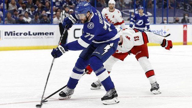 Vítěz prestižní Norris Trophy pro nejlepšího obránce sezony v NHL vzejde z trojice Victor Hedman (Tampa Bay Lightning - na snímku), Adam Fox (New York Rangers) a Cale Makar (Colorado Avalanche).