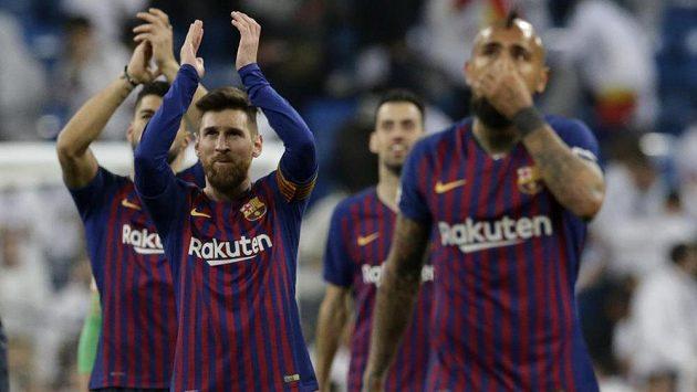 V klasických dresech Barcelona na stadionu Realu triumfovala, stejně navrch chce mít i v retro dresech.