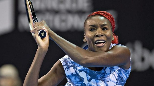 Americká tenistka Venus Williams returnuje na turnaji v Québecu.